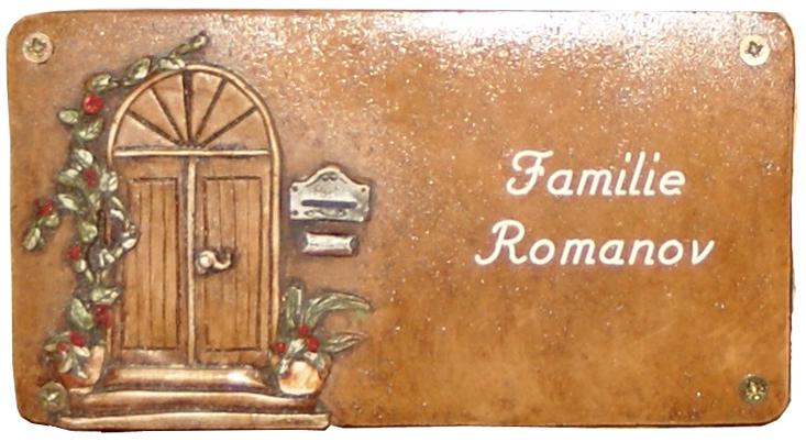 Наша фамилия на немецком языке - теперь гостям легче находить нужную квартиру.