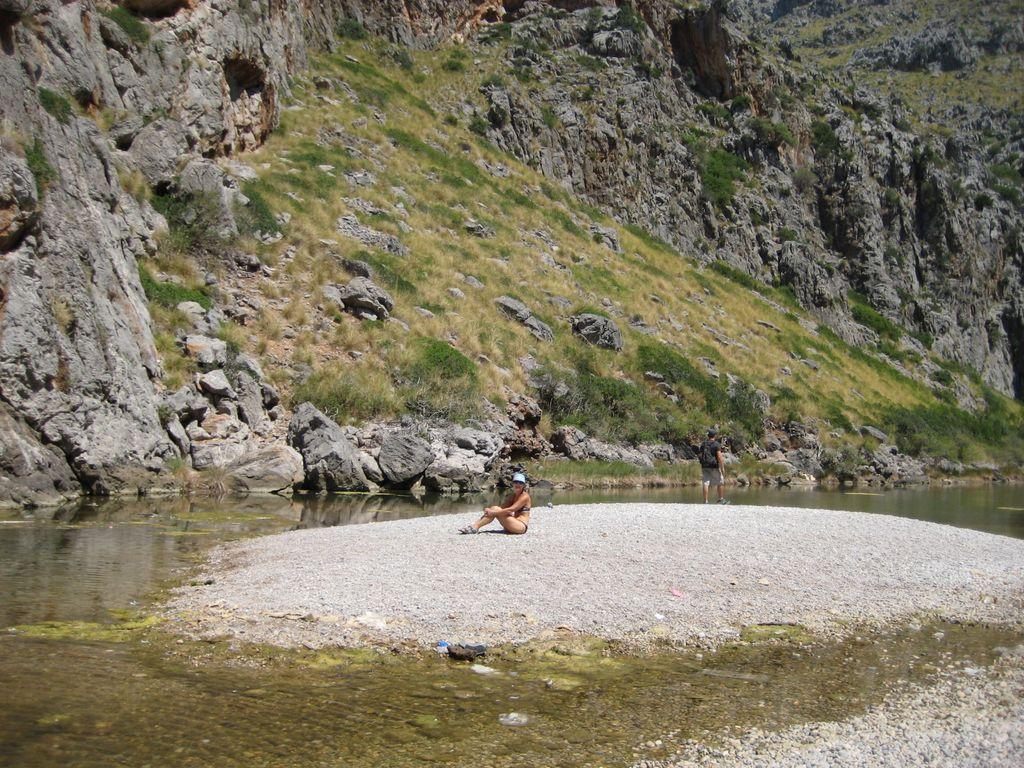 Сойер 18. Вот такой странный пляж в этом узком каньоне